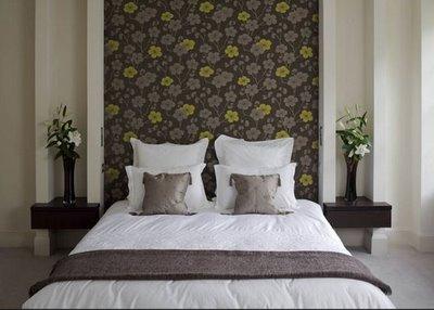 Deco idea sustituye el cabecero por papel tapiz for Papel pared dormitorio