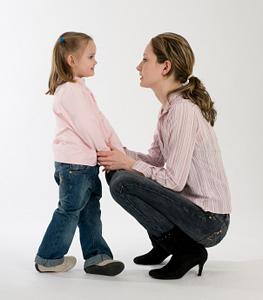 madre-hija-hablan-mirando-ojos