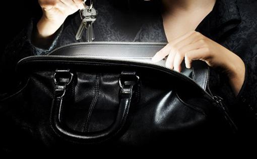 Luz en el bolso - Bolso con luz interior ...