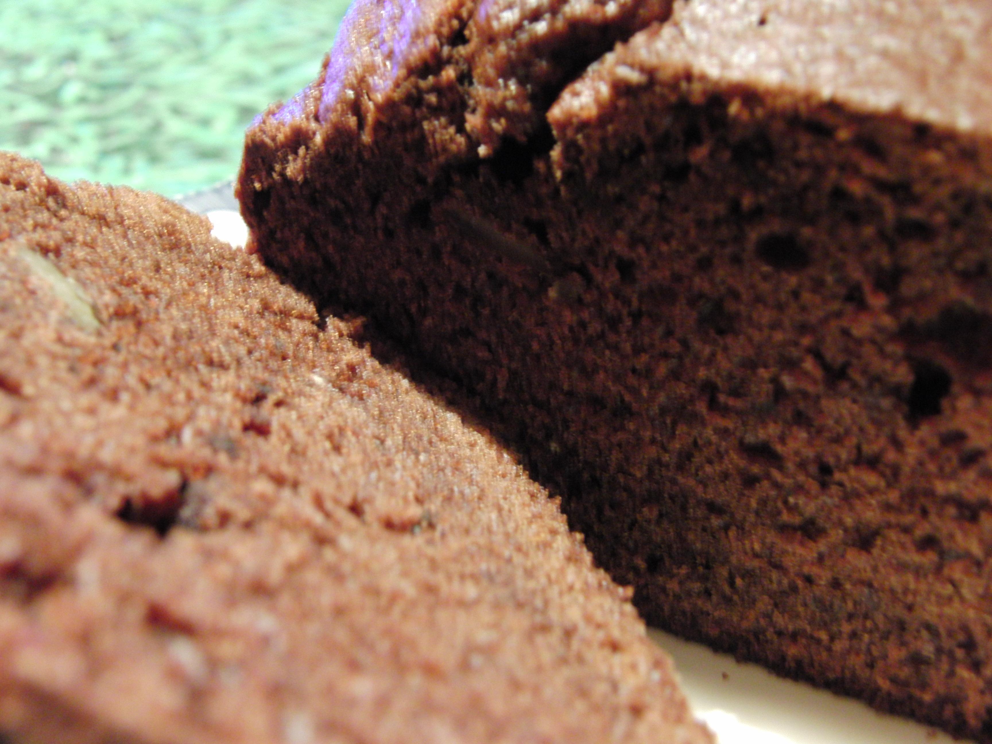 Pastel de chocolate con nueces, ¡riquísimo!
