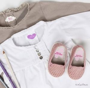 foto ropa marcada con etiquetas personalizadas para poner el nombre planchando nicolasito.es