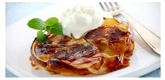 panqueques-de-manzana-con-helado