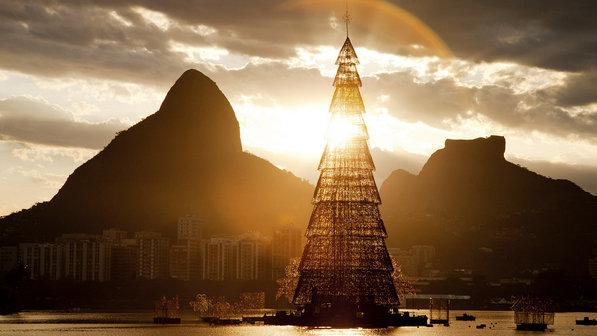 Árvore-de-Natal-da-Lagoa-Rodrigo-de-Freitas
