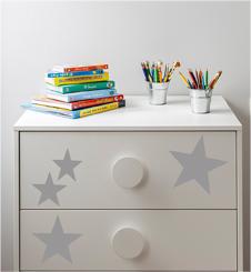 Mueble decorado con vinilos de estrellas plateadas