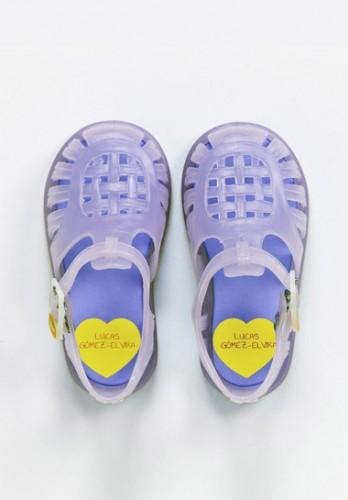 detalle-etiquetas-marcar-zapatos-corazon-gama-multicolor